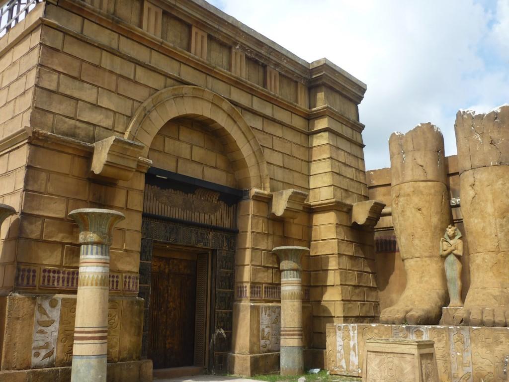 Ägyptisches Tor am Set von 'Rome'. Foto: gamergateblog.de